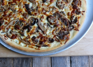 Cheesy-Four-Mushroom-White-Pizza